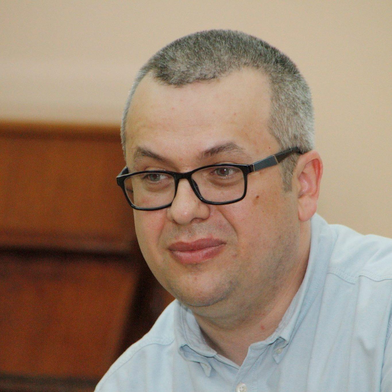 Această imagine are atributul alt gol; numele fișierului este Adrian-Vasiliu.jpg